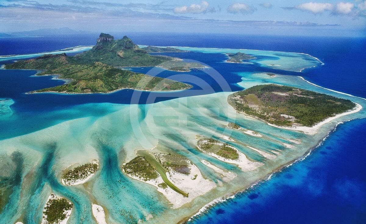 世界遗产大堡礁——多彩的珊瑚礁,色彩缤纷的海洋生物和层次丰富的湛蓝海洋令人怦然心动