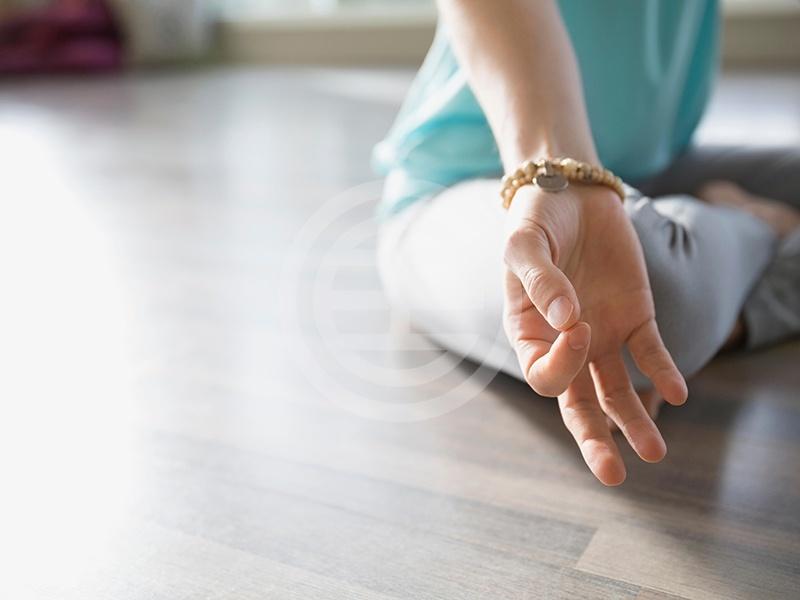 冥想过程常常包括各种手势(又称作契合法),契合法被认为有助于能量在身体内的流动