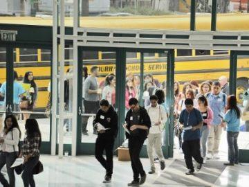 洛杉矶华人家长感叹:买学区房难 进好学校更难