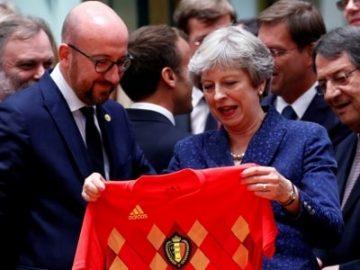 """除了比利时送英国一件球衣,欧盟高峰会还敲定了""""辨别真假难民"""""""