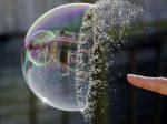 退欧刺穿房产泡沫 英国房价创金融危机以来最长连跌