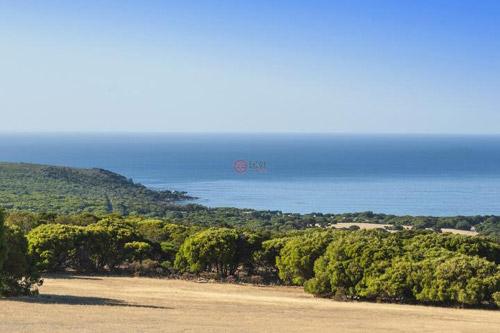 本物业的地理优势明显,处于玛格丽特河葡萄酒产区内,距风光旖旎的班克尔湾海滩(Banker Bay Beach)仅5分钟路程。