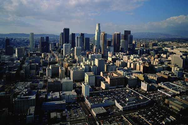 洛杉矶的房子一直以来都很受华人青睐,即使价格相比其他州会高出很多,仍会有很多投资者购置房产