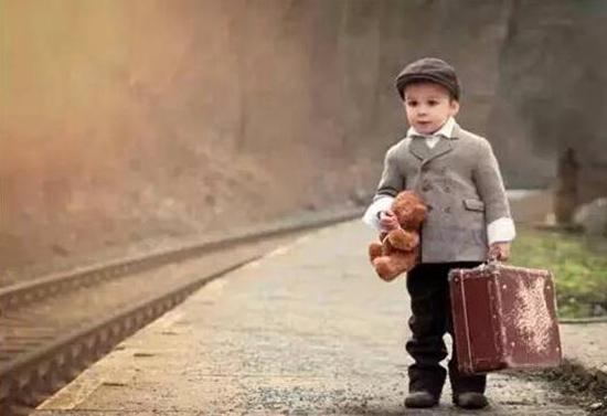 哈佛校长:为什么每年我都带孩子去一个陌生的地方?| 海外