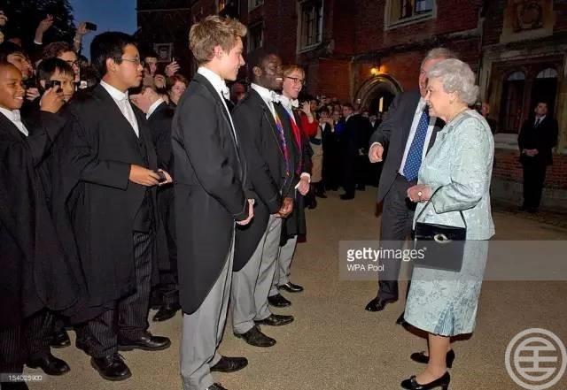 女王奶奶来看伊顿boy们了