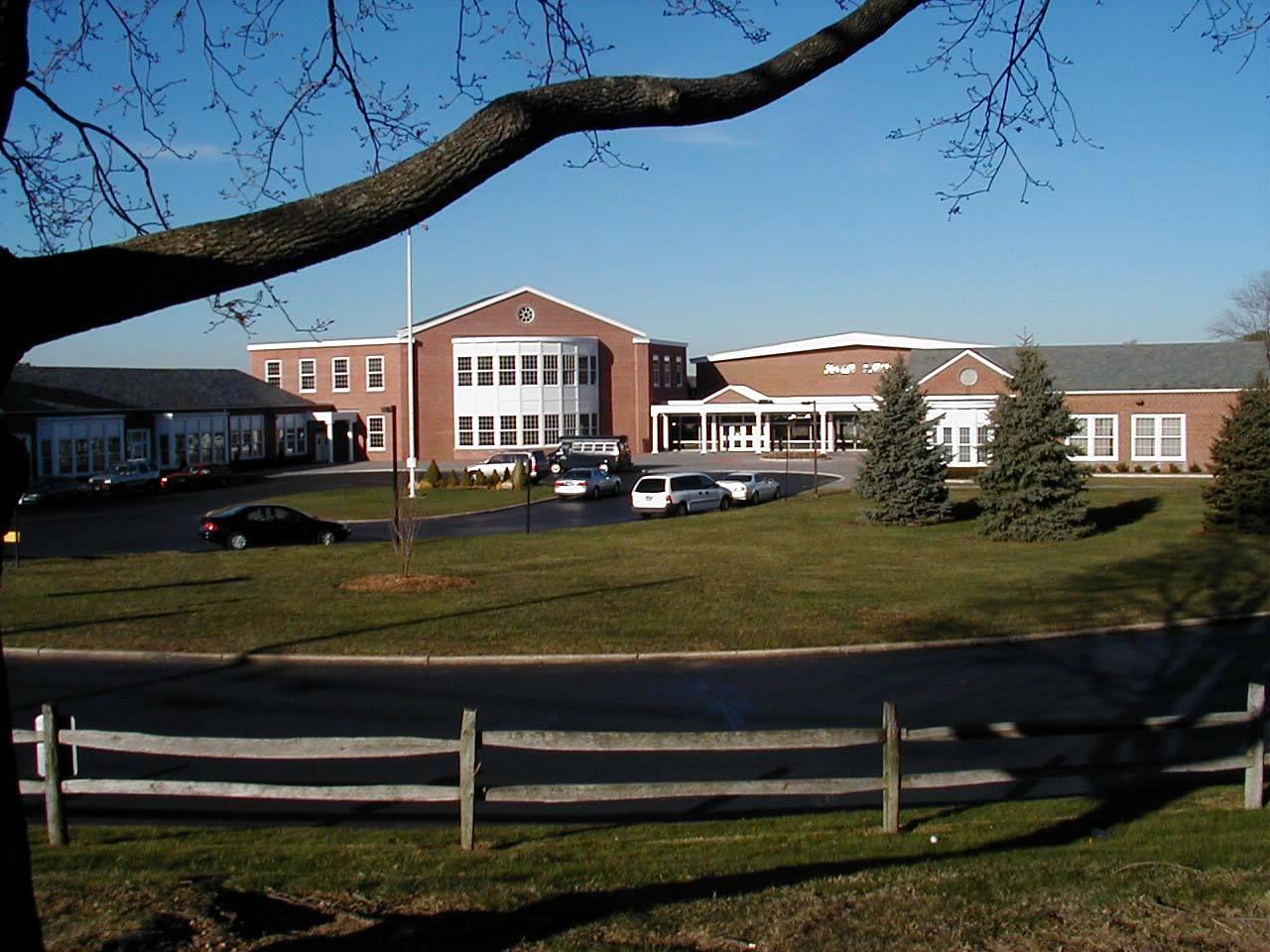 """在美国,进入""""好学区""""也不一定能就读学区内自己心仪的好学校。"""
