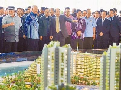 """3月6日,马来西亚总理纳吉布(左二)出席碧桂园""""森林城市""""全球开放盛典"""