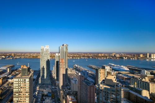 对于投资美国房的国内高净值人群来说,选好地段是核心。纽约作为美国经济发展的中心,而曼哈顿,又是纽约的中心地段,可以说这里是美国中心的中心。