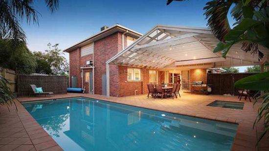 华裔移民$110万壕拍六卧豪宅 墨尔本郊区火了!  澳洲