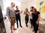 8年涨了$70万!公寓一经拍出悉尼夫妇立刻开香槟与邻居庆祝   澳洲