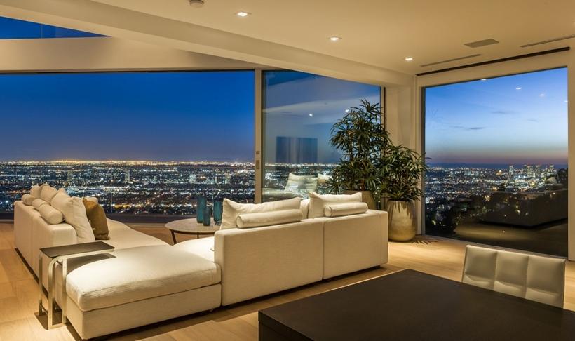造成大洛杉矶地区房价居高不下的主要原因是房地产市场供小于求