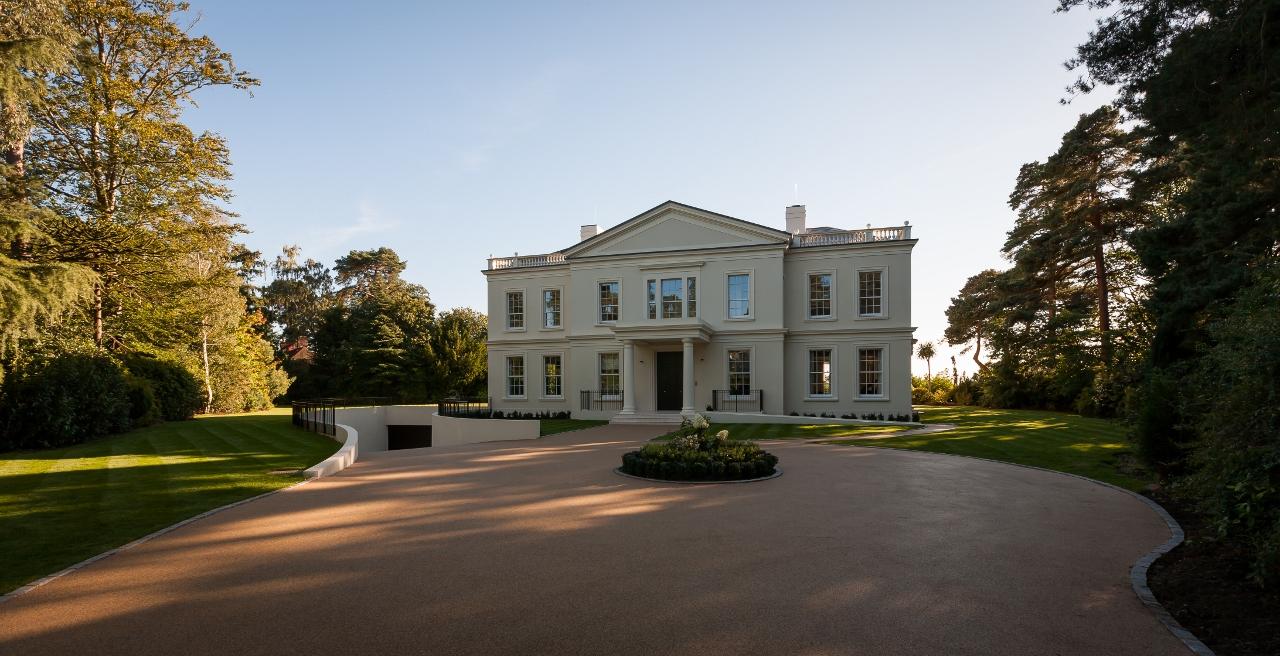 Camp End Manor庄园位于圣乔治山山顶,是一处精美的全新房产