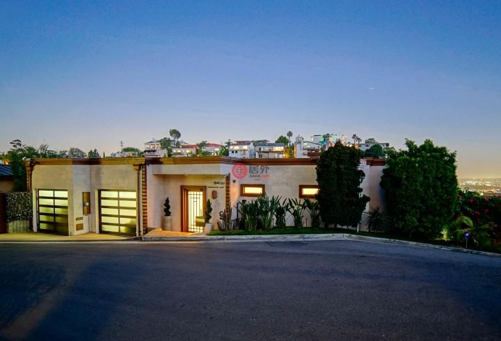 这套豪宅占据好莱坞山独特而私密的位置,是出类拔萃的顶级物业