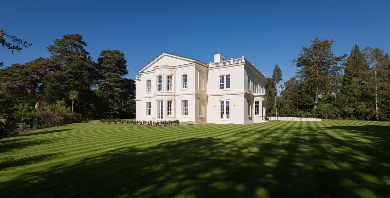对于想在英国买房的成功家庭来说,Camp End Manor庄园是一个绝佳选择