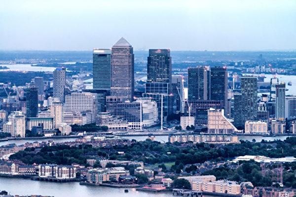 伦敦Canary Wharf周围的建筑