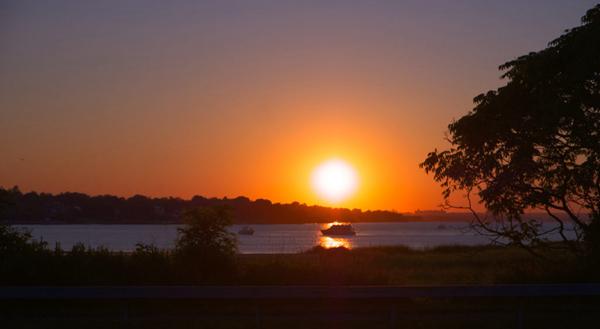 住进纽约长岛著名富人区,尽享高尔夫球场的曼妙景致 | 美国