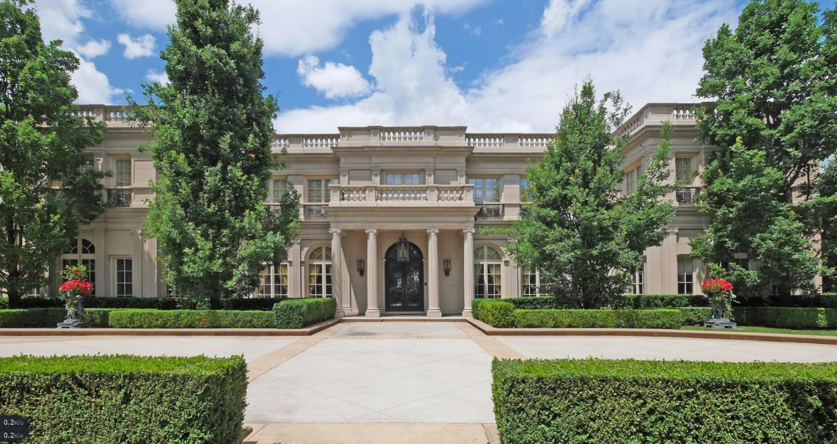 这套豪宅是新古典主义的杰作,位于奥克维尔最理想的东南区