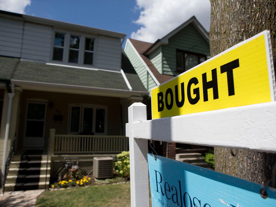 在美国购房必须快速行动,但高价格和低库存也让人却步