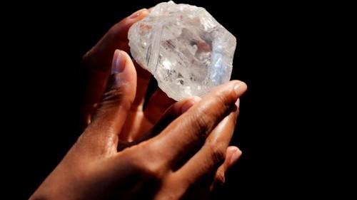 第二大钻石卖出 体积堪比网球那么大