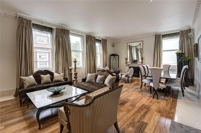 这套超凡公寓面积约187平方米,配置高端、装饰华丽,给你带来殿堂级的居住体验