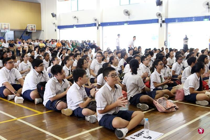 接下来三年,新加坡政府与政府辅助学校的非公民学费每年将上调,每月学费增幅介于25元至150元