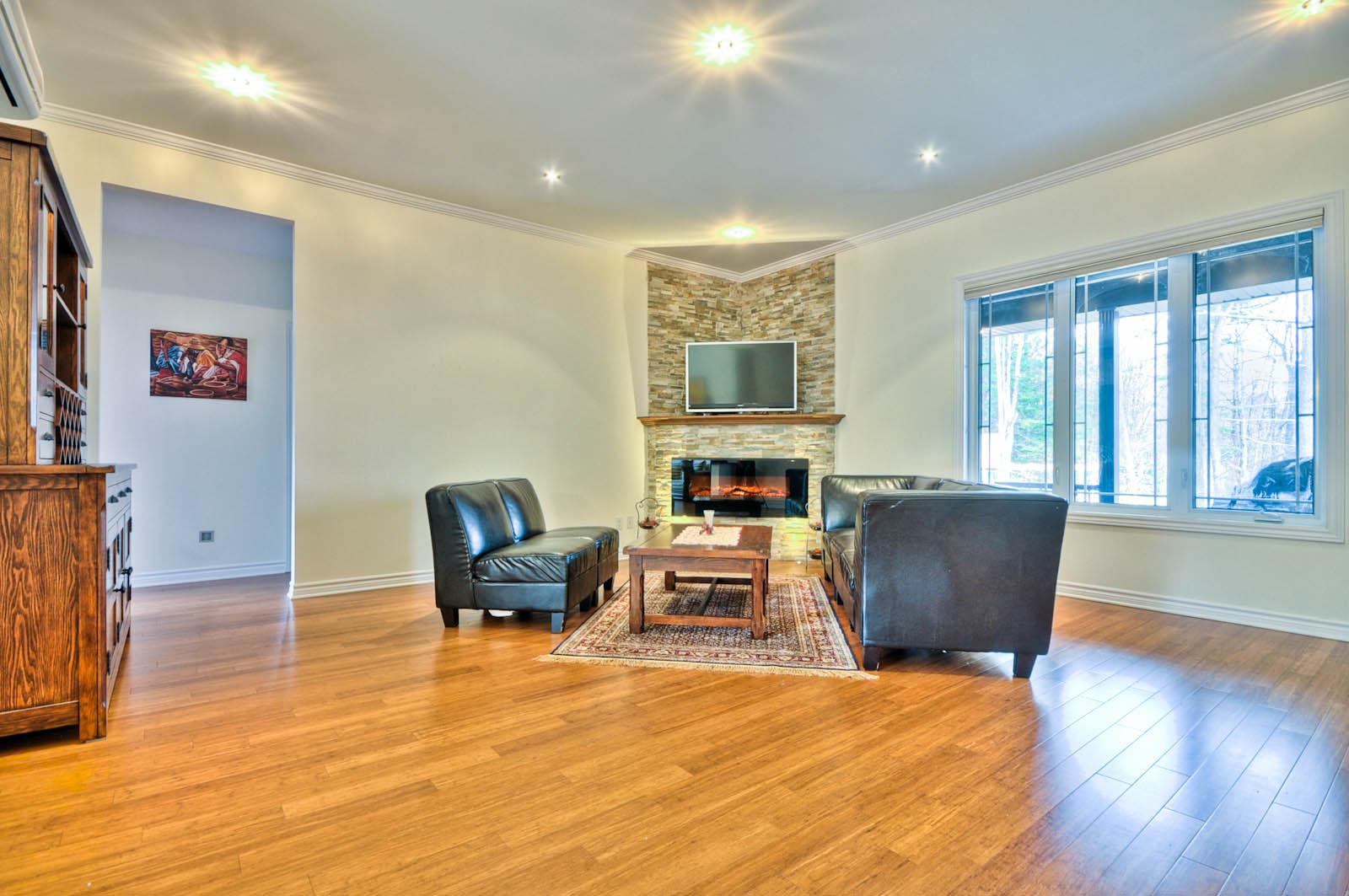 大宅采用了高品质的材料进行修建,彰显了很高的品位