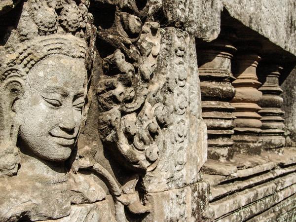 吴哥窟是着名的世界文化遗产,也是一般民众对於柬埔寨的印象,但若要谈论柬埔寨的政经情形丶社会文化特色,大部分人应是陌生居多,甚至不了解柬埔寨是现在最热门的海外不动产投资市场。