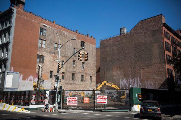有地产经纪表示,在纽约购房的华人,正在从外围回归包括中国城在内的曼哈顿