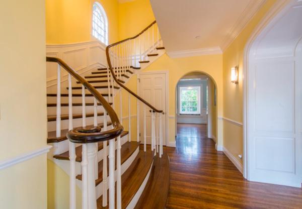 阿瑟顿私密花园豪宅:翻修一新舒适尽享,著名富人区的优质之选 | 美国