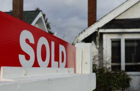 BC省府出台针对地产经纪新规 明年房市能否出现变化?| 加拿大