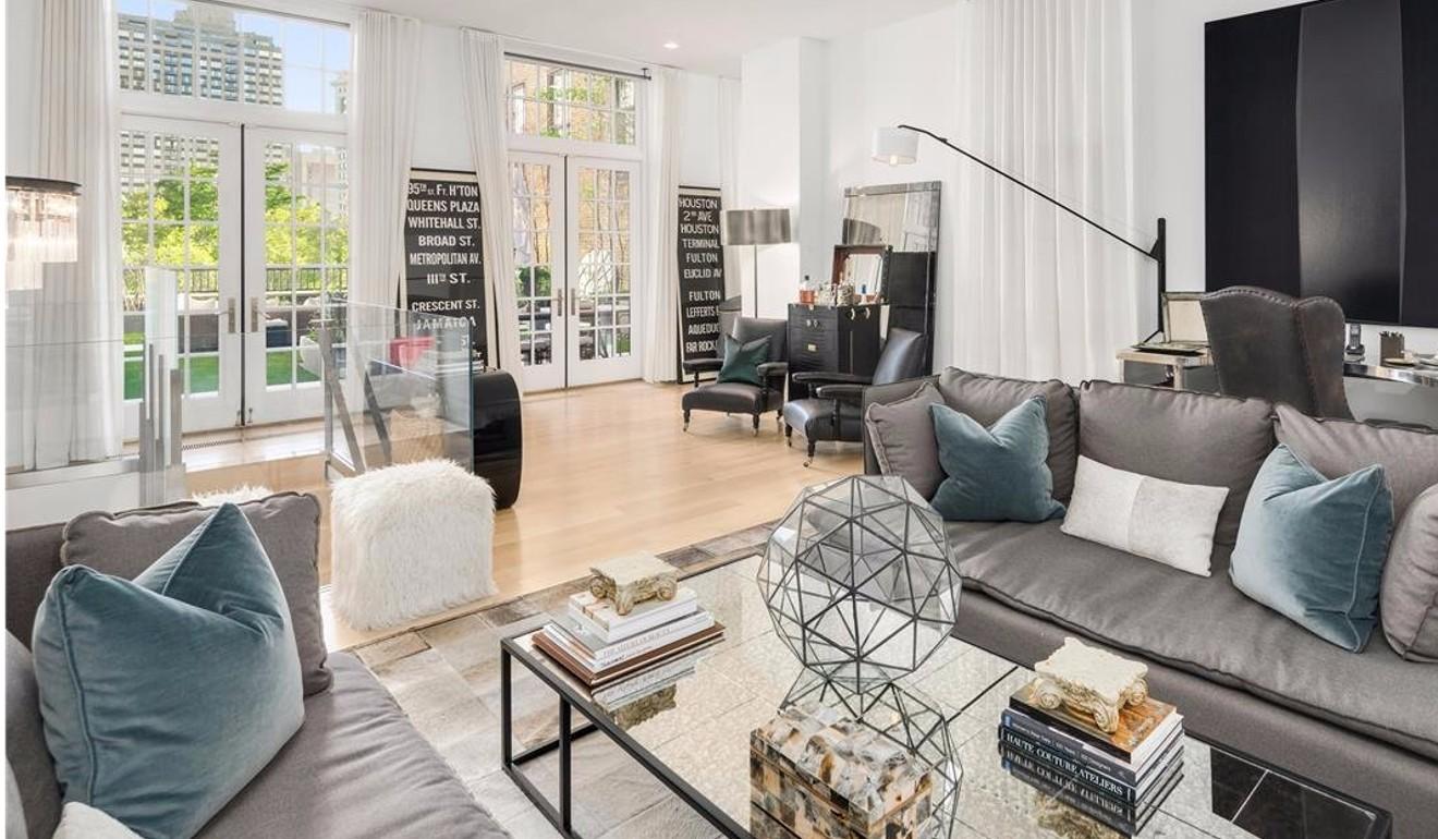 根据Zillow的数据,每平方英尺4,120美元的房价是曼哈顿平均价格的两倍以上
