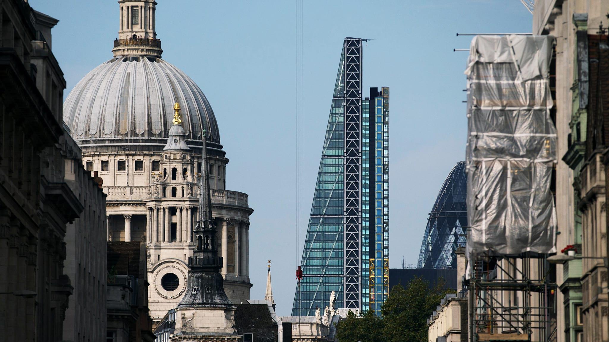 今年3月份,Oxford Properties以10多亿英镑将伦敦昵称Cheesegrater的摩天大楼Leadenhall Building的部分股分出售给了中国香港企业CC Land