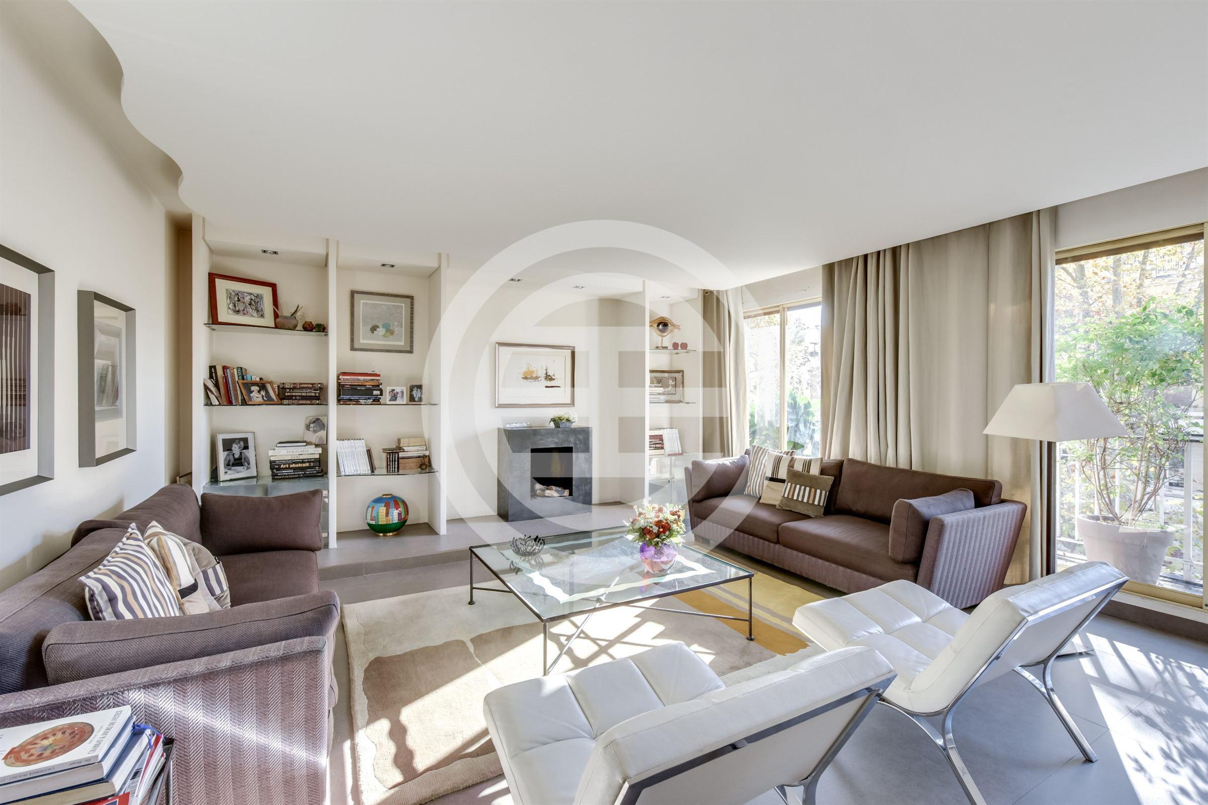 法国巴黎市郊Neuilly-sur-Seine的3卧1卫精美房源,由苏富比国际房地产代理,在居外网上以1,220万元人民币出售(点击图片查看房源信息)