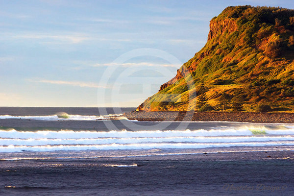 雷诺克斯角是深受欢迎的度假胜地,这里以巨石和冲浪海滩而闻名