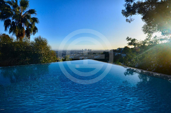 占据好莱坞山顶风水宝地,俯瞰海洋与城市美景的顶级豪宅 | 美国