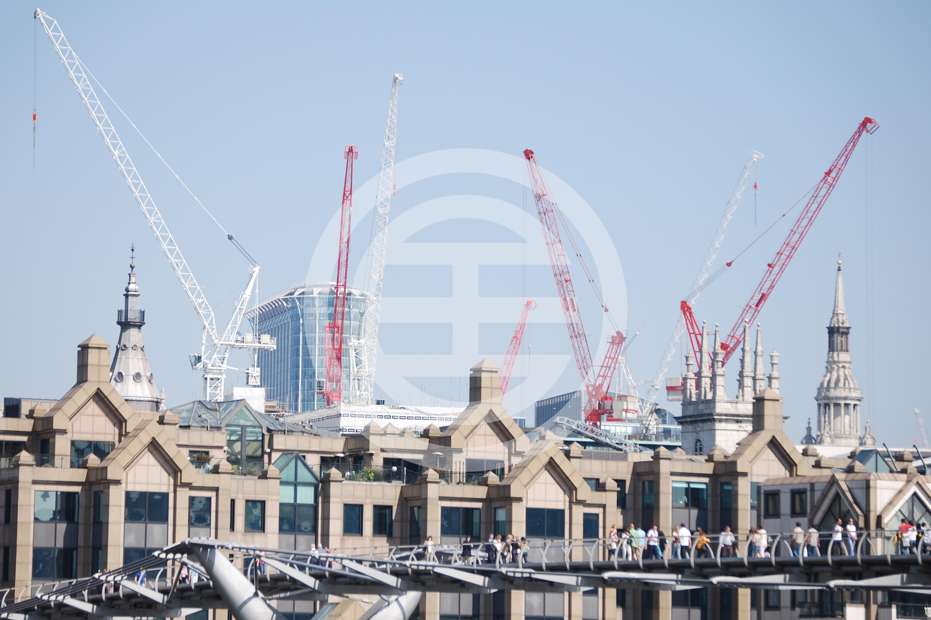 英国近日公布的一份报告提议优先预留新建的住房给英国本国人,限制外国投资者的买房比例