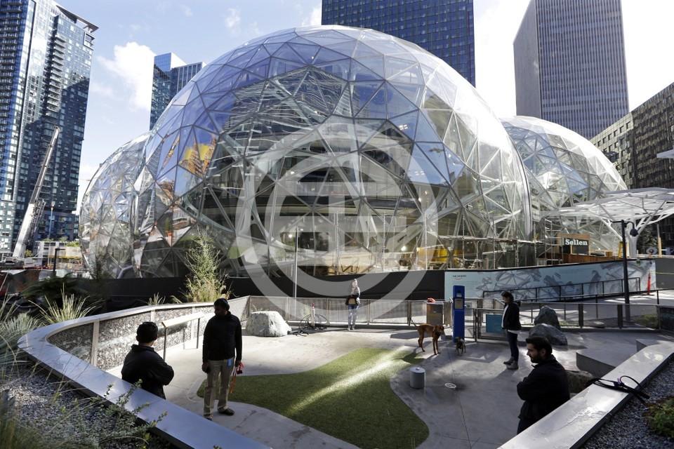 亚马逊在西雅图的现总部共建有33座建筑,员工超过4万人