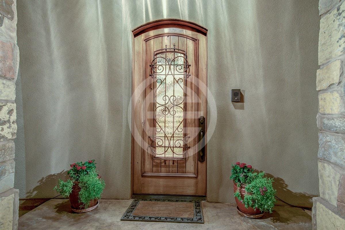 别墅的一扇门