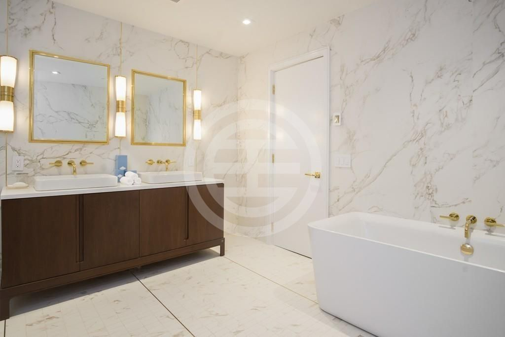 豪华主浴室