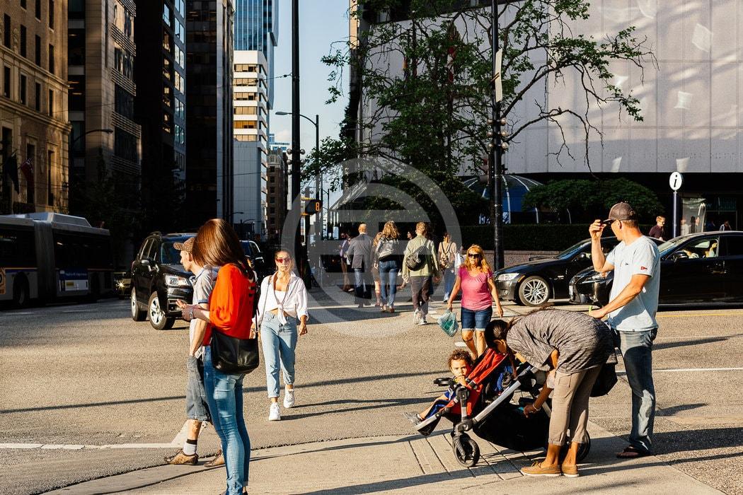 虽然市中心地区对大城市而言很典型,但温哥华的分区限制有利于低密度生活。