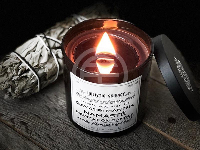 注视烛光(如 Holistic Science公司出售的Gayatri Mantra-Namasté 冥想蜡烛)有助于集中注意力并放松自我