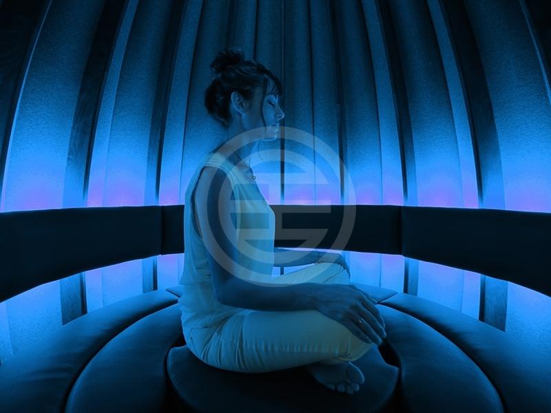 Open Vessel冥想舱提供有可调控的照明和音乐,帮助冥想者调整注意力、平衡感和能量