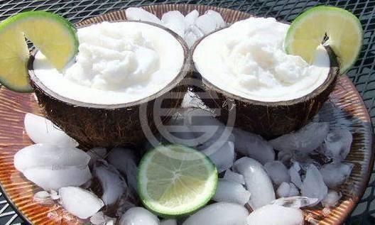 清爽的椰子汁
