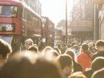 中国赴英留学人数再攀高峰 逾六成学生选商科