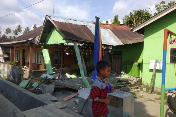 印尼7.4级地震 强震再次引起海啸