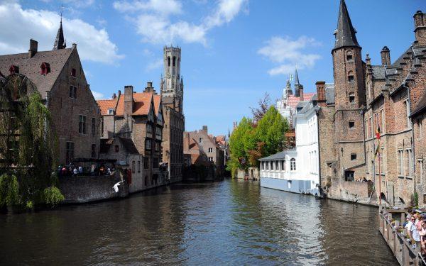 比利时大闸蟹泛滥 无天敌随意繁衍破坏河床