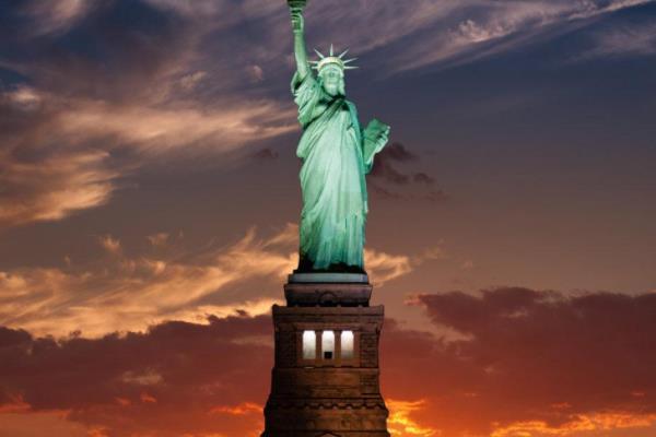 自由女神像在哪里