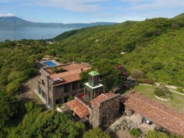 墨西哥中部群山掩映的莊園,隱密又奢華的安全住所|居外精選