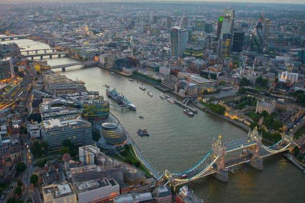 伦敦平均收入