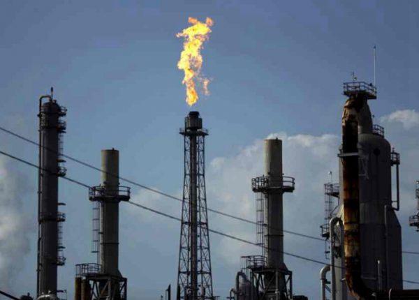 美原油跌破17美元 将会重创全球经济增长(图来自:AP)